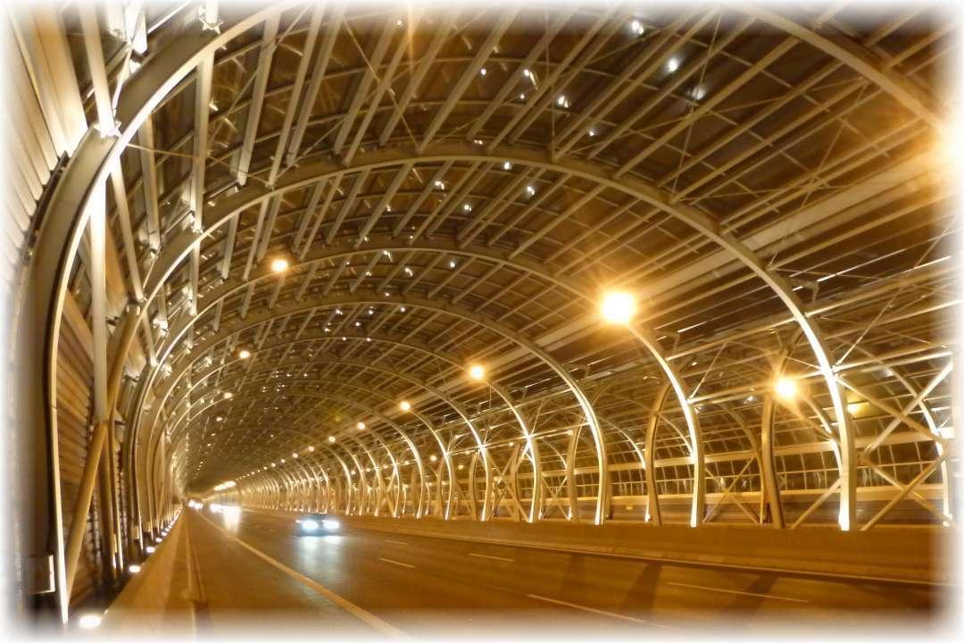 Tunele Trasy AK nocą